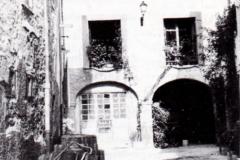 Al fondo, antigua Casa Consistorial, 1988. @Aoiz y sus personalidades ilustres