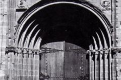 Portada Iglesia Parroquial San Miguel, 1980. @Aoiz y sus personalidades ilustres