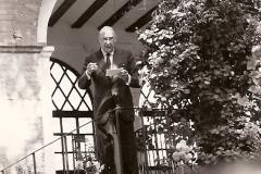 Francisco Ynduráin impartiendo una conferencia, 1978. @Archivo de Bilaketa